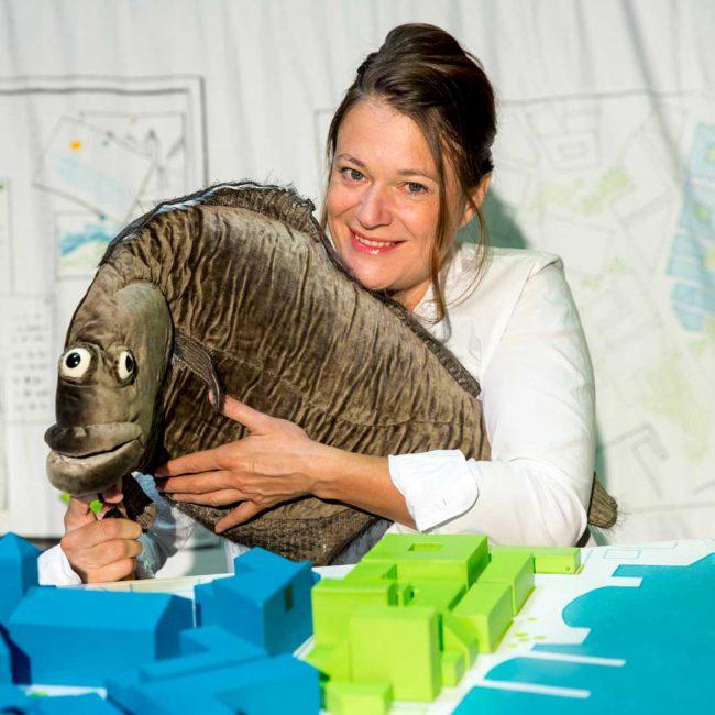 Kindertheater Vom Fischer und seiner Frau eine Versuchsanordung über das Glück vom Theater Lakritz mit Nicole Weißbrodt