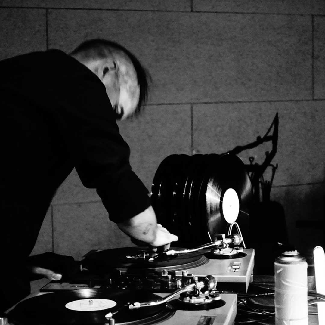"Nur am 22.03. um 21.00 Uhr: Auxxx & Brotfabrik present Cinesthesia Screen Concert 004 Joke Lanz (Sudden Infant) vertont ""Themroc"" (1973)"